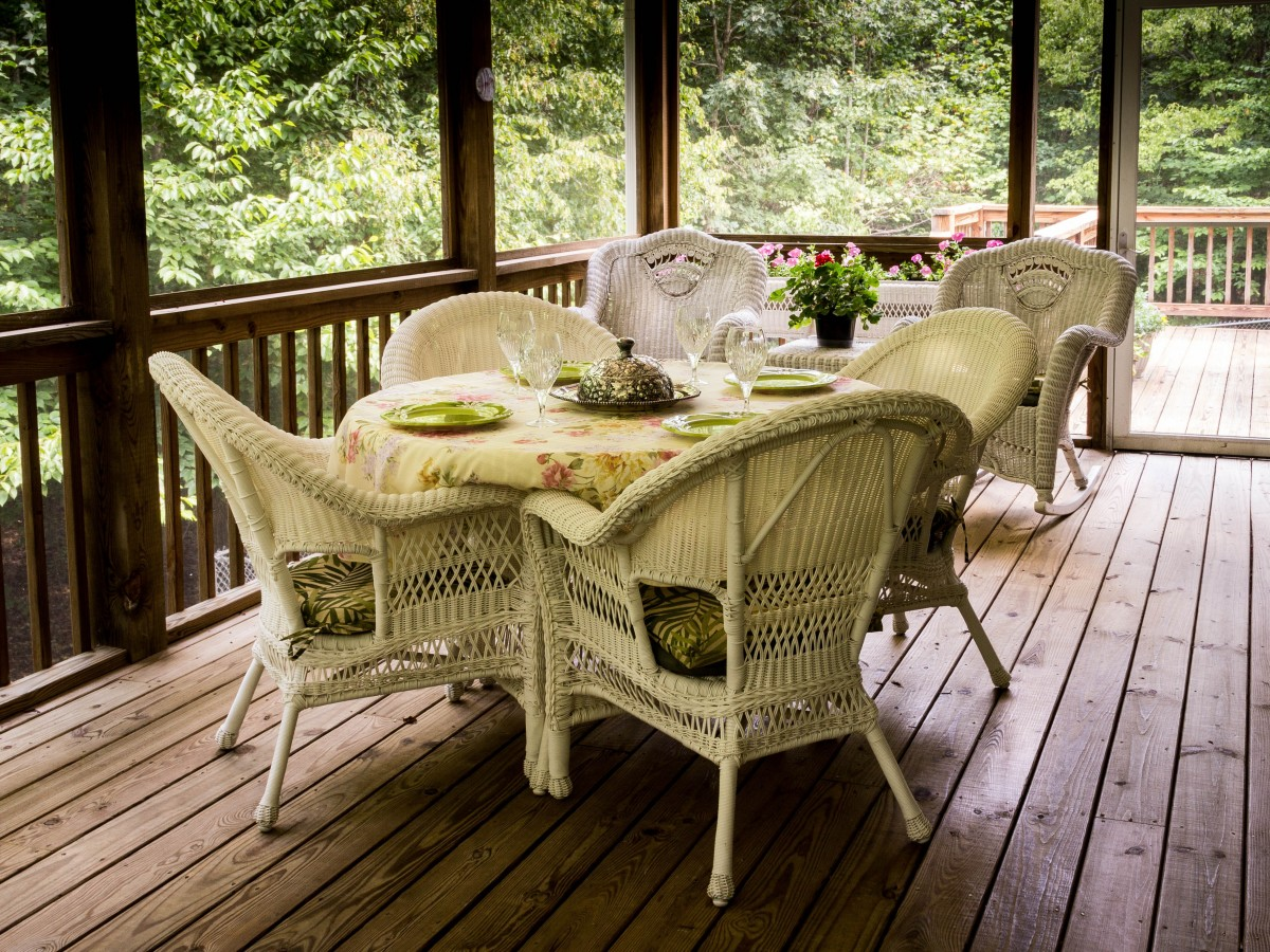 screened_porch_back_porch_deck_wicker_chairs_wicker_table_rocking_chairs_picnic_table_setting-899380.jpgd_